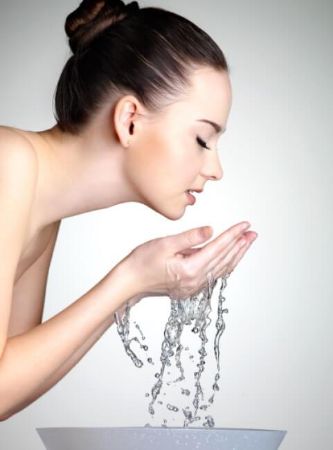 Chrissanthie_lady-washing-face
